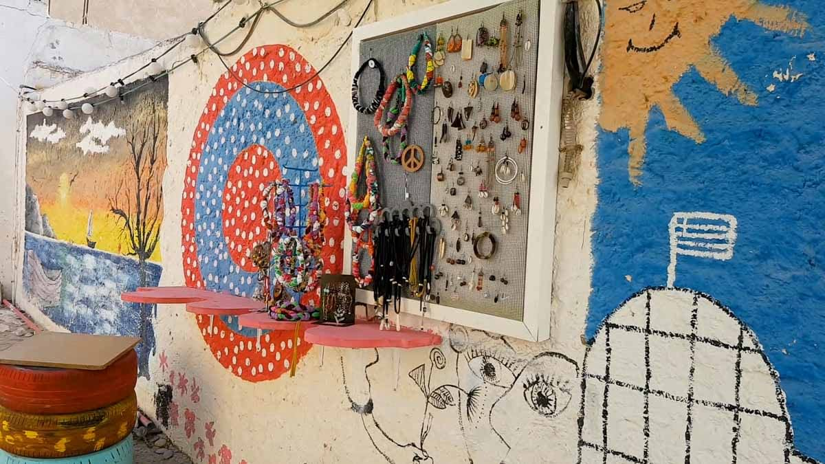Wall paintings and hippie jewellery in Matala