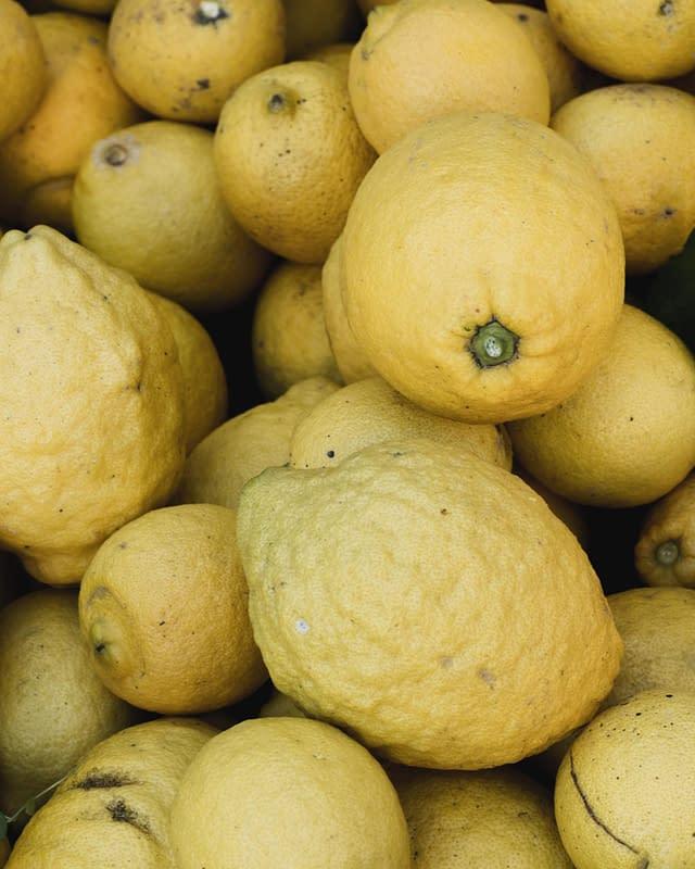 fresh lemons in greece